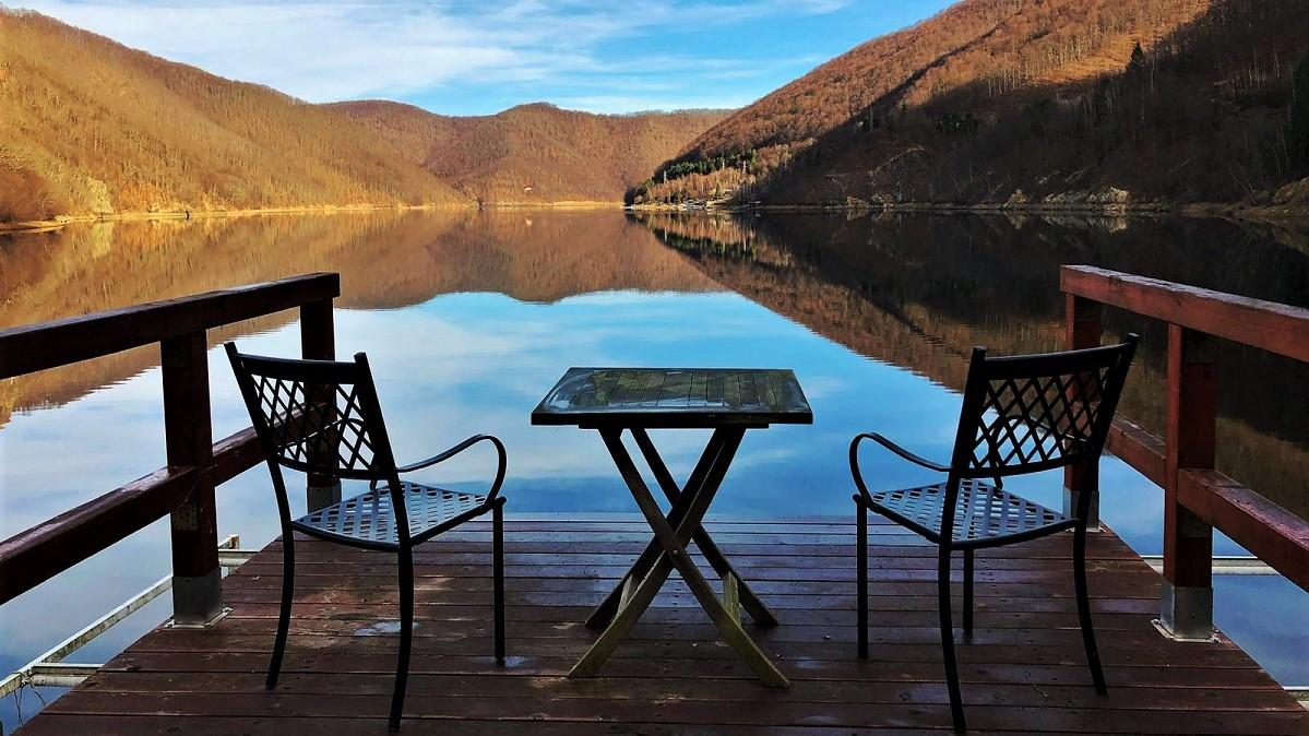 lake house tarnita